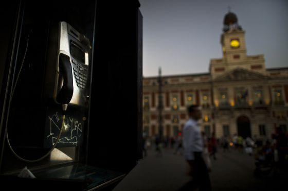 Phone Booth U In Madrids Puerta Del Sol