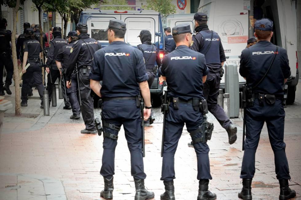 """Policías y guardias civiles tildan de """"disparate"""" la propuesta de Vox sobre armas"""