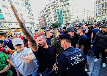 El juez imputa a los ultras que reventaron la marcha de Valencia delitos de odio, lesiones y desórdenes públicos