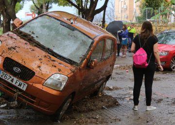 ?Un chaparrón deja calles anegadas, inundaciones, daños en vehículos y cortes de luz en Cádiz y Málaga