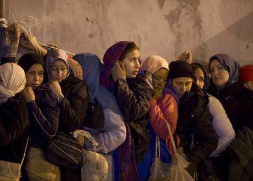 Dos mujeres muertas y dos heridos en una avalancha en la zona marroquí del Tarajal