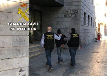 La Guardia Civil detiene a un hombre por agredir sexualmente a una mujer tras echar droga en su bebida