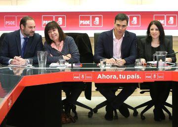 Sánchez pide a sus diputados explotar la inacción del Gobierno con actividad legislativa