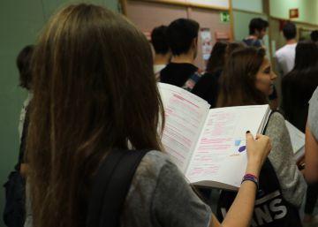 Baleares y Madrid incluyen textos de EL PAÍS en el examen de Literatura de Selectividad