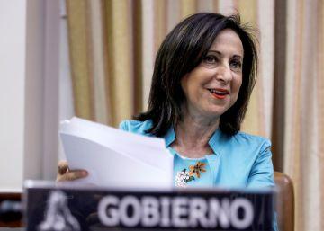 Robles pide consenso en política de defensa y el PP la recibe con bronca
