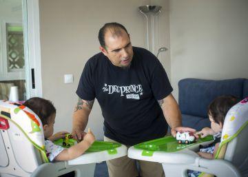 Padres castigados en el trabajo por cuidar de sus hijos
