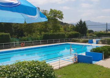 Un socorrista impide a un menor transgénero bañarse con camiseta en unas piscinas de Álava
