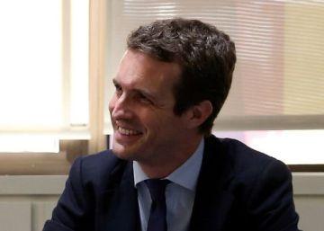 Casado traslada a Rajoy su intención de sellar la paz con Santamaría, a la que verá el miércoles