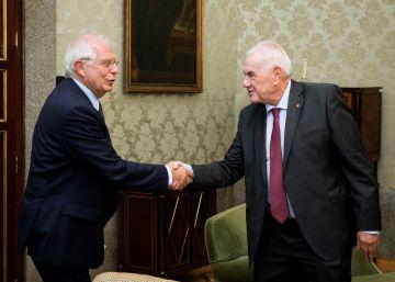 Maragall se compromete ante Borrell a cumplir la ley con las embajadas catalanas