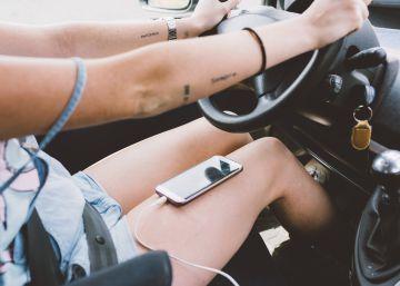 Escribir por el móvil al volante costará entre cuatro y seis puntos del carné