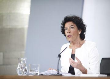 La ministra de Educación explica los planes del Gobierno para los centros concertados