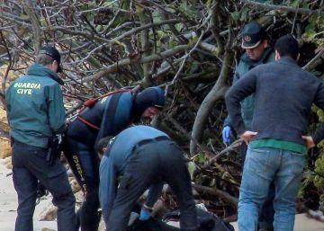 De tres a doce cadáveres, el macabro goteo de migrantes muertos en el naufragio del lunes en Barbate