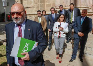 Vox percibe casi tres millones de euros en subvenciones por sus escaños en Andalucía