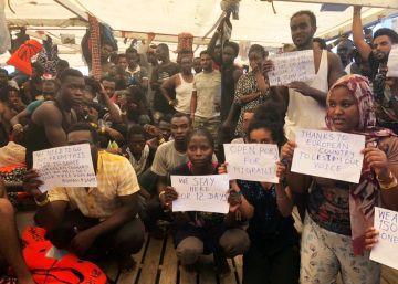 El director de ?Open Arms? critica la pasividad del Gobierno con los migrantes rescatados por la ONG