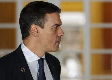 Pedro Sánchez presenta la coalición con Podemos ante la élite del capitalismo mundial