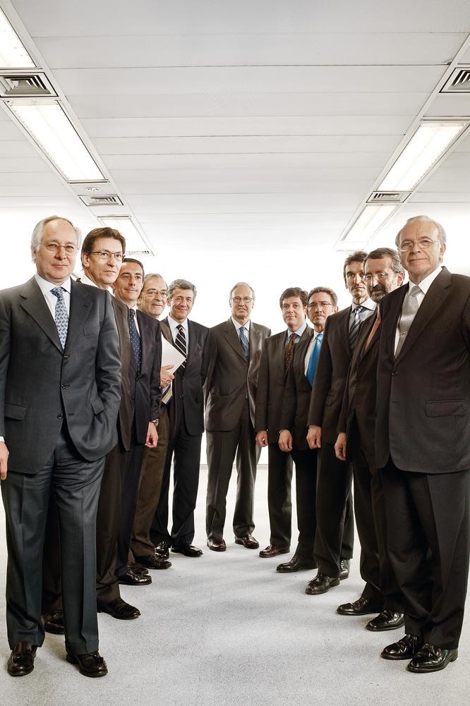 Fotos retrato del poder sociedad el pa s for Oficinas la caixa santander