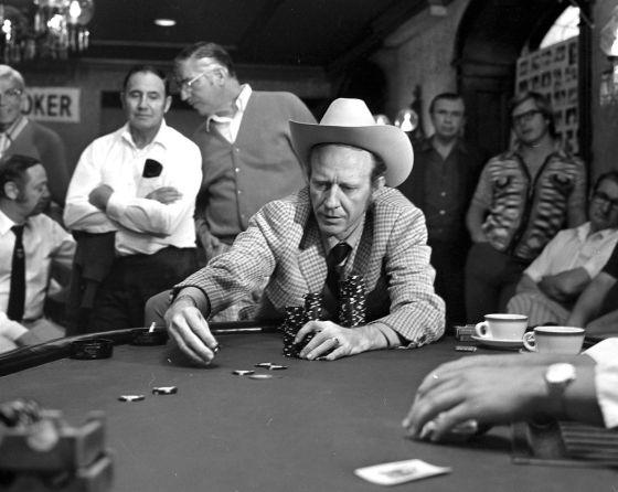 Amarillo Slim durante las Series Mundiales de Póquer 7c4e873feda
