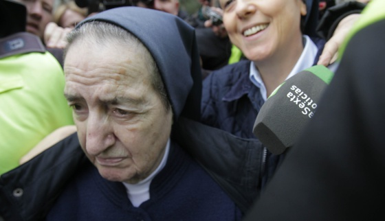 """1067130c0 La monja que repartía bebés. """""""
