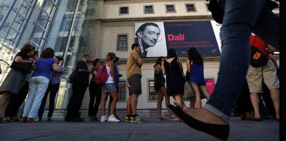 Dalí y la liga de los artistas que traen cola   Sociedad   EL PAÍS