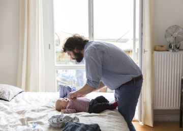 El Gobierno elevará por decreto ley el permiso de paternidad hasta llegar a 16 semanas en 2021