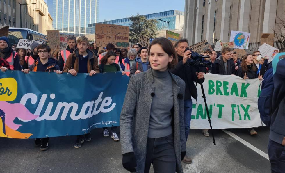 La adolescente que levanta a los institutos belgas contra el cambio climático