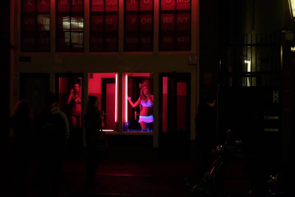 Ámsterdam impide visitas turísticas a las prostitutas del Barrio Rojo