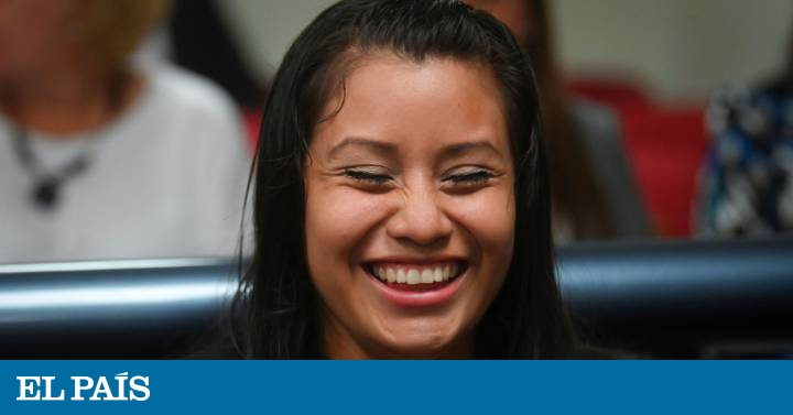 The woman who gave birth to a dead baby and was accused of abortion in El Salvador acquitted | Society