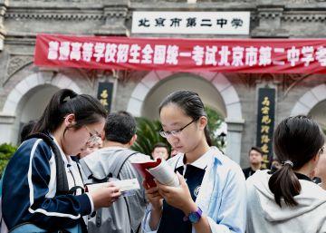 China copa la cima del informe PISA entre críticas por la presión escolar