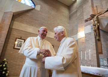 El Papa evita abrir la puerta a la ordenación de hombres casados