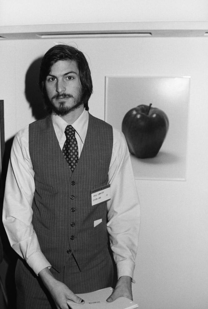 como se llama el fundador de apple