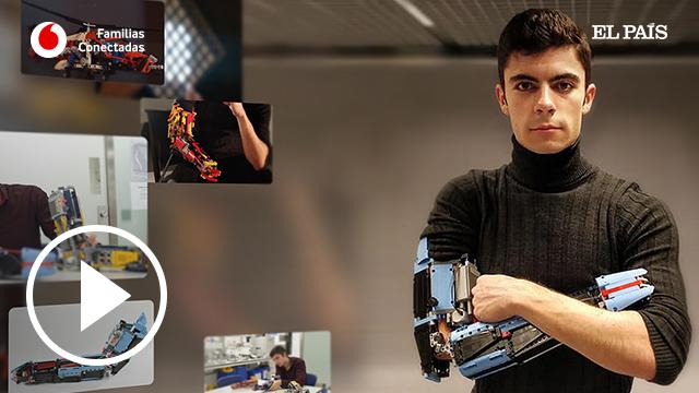 El joven que fabrica sus propias prótesis con piezas de LEGO