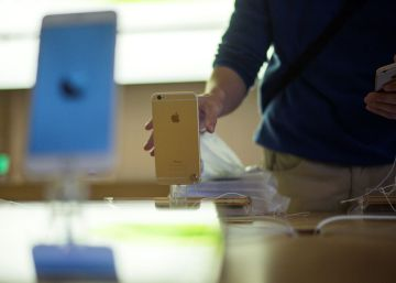 Francia investiga a Apple por adelantar la obsolescencia de los iPhone antiguos