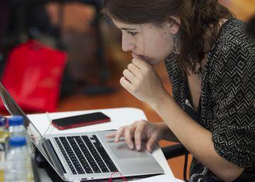 Mujeres programadoras contra los estereotipos: adivina quién va ganando