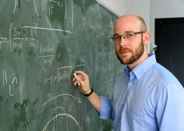 Premiado un joven matemático por un modelo para alargar la batería del móvil