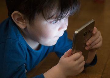 Un nuevo estudio asocia el uso de pantallas con un peor desarrollo de los niños