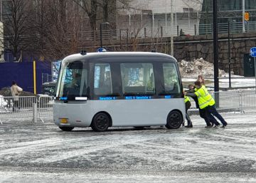 El autobús autónomo finlandés se para a las dos horas de su presentación